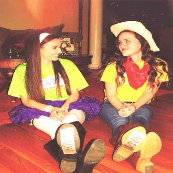 30 Clever Best Friend Halloween Costumes To Wear To Your Next Halloween Party Buzz Lightyear and Wo