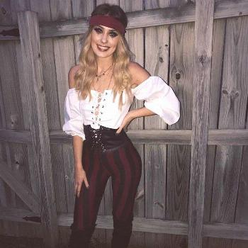 easy last-minute diy costume: pirate (for her / woman / women): striped pants (o... Einfaches Last-