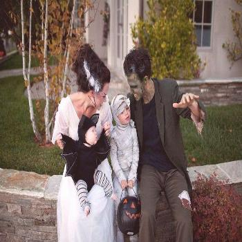 Get inspiration and ideas for your family halloween costumes! Whether you want matching costumes fo